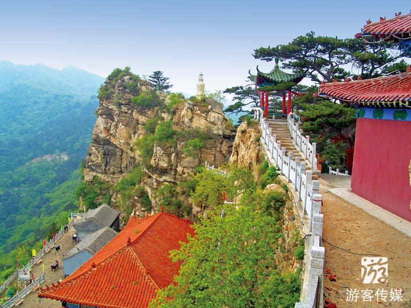 大芦花风景区为国家aaaa级旅游景区,位于医巫闾山中南部的锦州